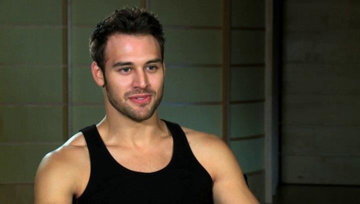 Ryan Guzman über die Rückkehr der Tänzer - OV-Interview Poster