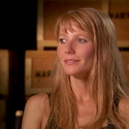 Gwyneth Paltrow - Pepper Potts - über Peppers Entwicklung - OV-Interview Poster