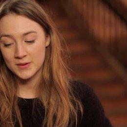 Saoirse Ronan - Agatha - über die Schauspielkollegen - OV-Interview Poster
