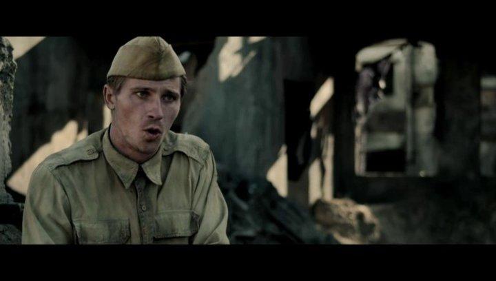 Garrett Hedlund über die Teamarbeit von Angelina Jolie und Kameramann Roger Deakins - OV-Interview Poster