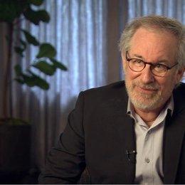 Steven Spielberg (Regisseur, Produzent) über die Geschichte - OV-Interview Poster