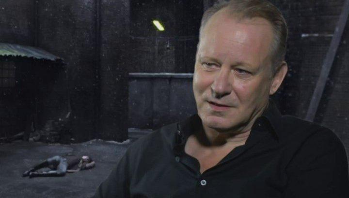 STELLAN SKARSGARD - Seligman - über seine Rolle - OV-Interview Poster