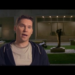 Bryan Singer - Produzent - über den Grund, warum die X-Men-Filme so beliebt sind - OV-Interview Poster