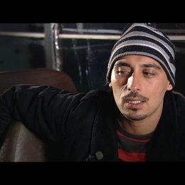 Ismail Deniz über die Zusammenarbeit mit Adnan Koese (Regisseur und Drehbuchautor) - Interview Poster