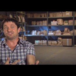Gerard Butler (Milo Boyd) über Jason Sudeikis - OV-Interview Poster