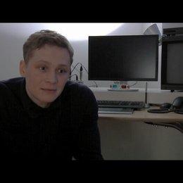 Matthias Schweighöfer über die Idee zum Film - Interview Poster