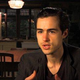 Ben Schnetzer - Max - über seine Rolle - OV-Interview Poster