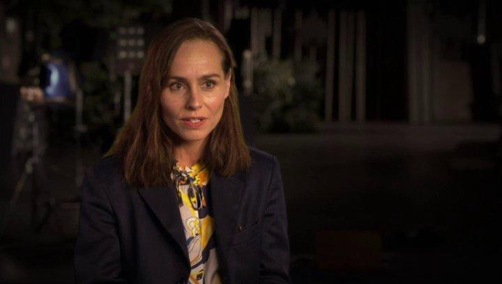 Tara Fitzgerald über die Sets - OV-Interview Poster