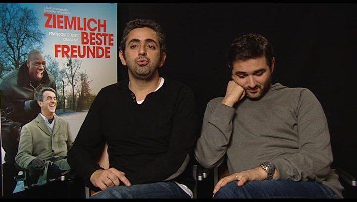 Eric Toledano und Olivier Nacache (Regisseur) über die Umsetzung der Geschichte - OV-Interview Poster