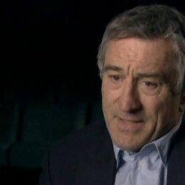 Interview mit Robert De Niro über seine Arbeit als Regisseur und die politische Lage damals und heute - OV-Interview Poster