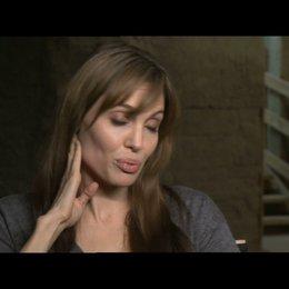 Angelina Jolie über das Casting vor Ort - OV-Interview Poster
