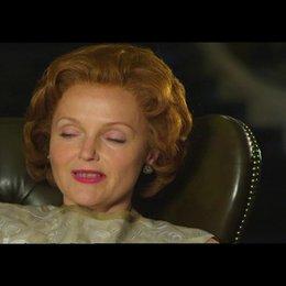 Richardson über ihre Rolle der Barbara Castle - OV-Interview Poster