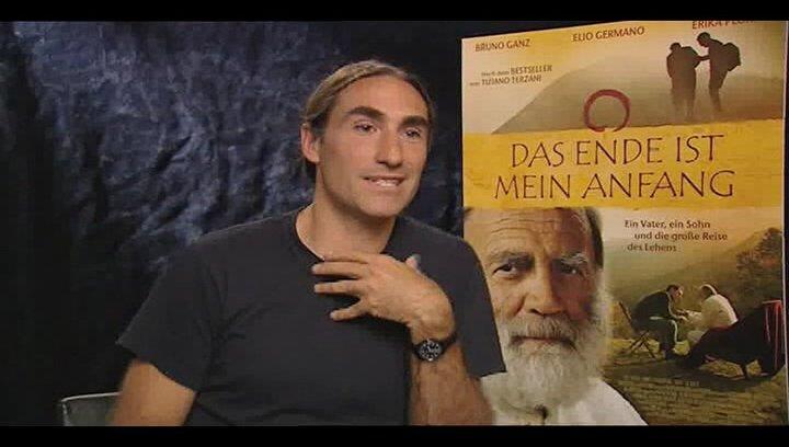 Folco Terzani darüber wie der Tod seines Vaters sein Leben beeinflusst hat - OV-Interview Poster