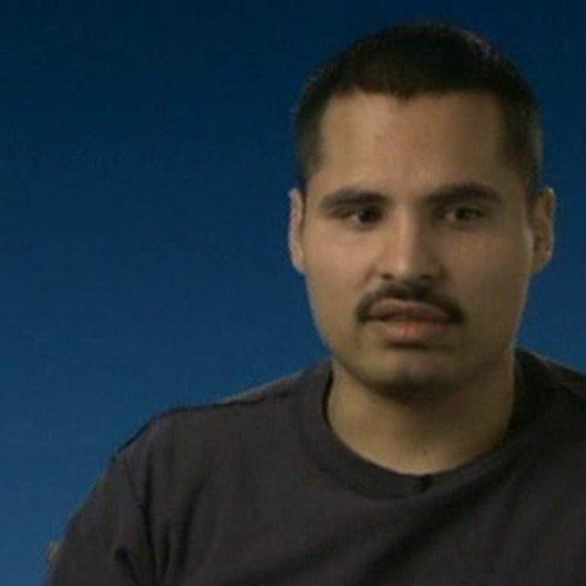 Michael Peña über Überlebungswillen, die Rettung und die Leistungen der Polizisten - OV-Interview Poster