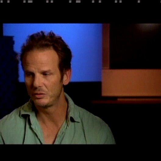 Peter Berg (Regie) über Will Smith, Charlize Theron und über den Film - OV-Interview Poster