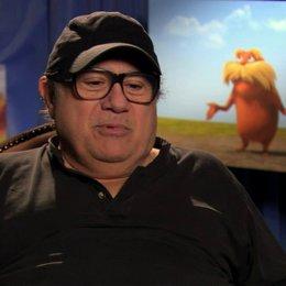 Danny De Vito über den Spass den der Film bereitet - OV-Interview Poster