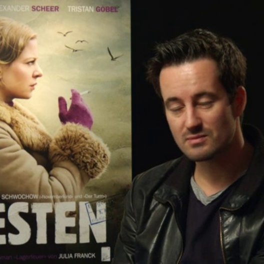 Christian Schwochow - Regisseur - über Nellys Schwierigkeiten in Westdeutschland - Interview Poster