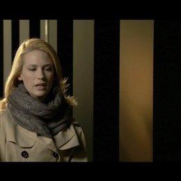 January Jones - Elizabeth Harris - über ihre Rolle - OV-Interview Poster