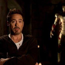 Robert Downey Jr - Tony Stark und Iron Man - über Ben Kingsley als Mandarin - OV-Interview Poster