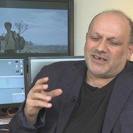 Eran Riklis - Regisseur - darüber, ob die Geschichte völlig fiktional ist - OV-Interview Poster