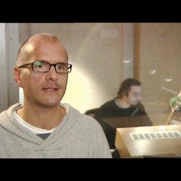 Christoph Maria Herbst ueber den Spass an der Produktion - Interview Poster