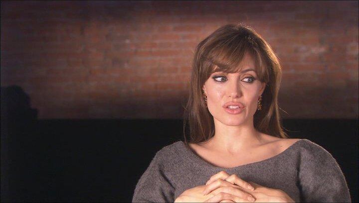 Angelina Jolie (Elise Clifton) über Reaktionen des Publikums - OV-Interview Poster