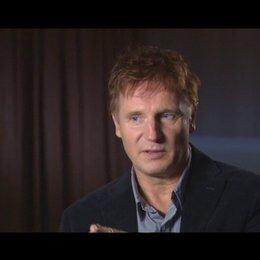 Liam Neeson - Dr. Martin Harris - über die psychologischen Elemente im Film - OV-Interview Poster