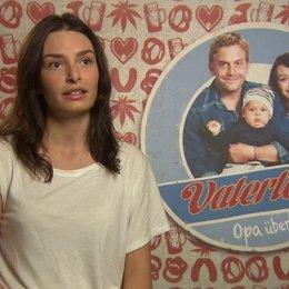 Sarah Horvath -Dina- darüber was die Komik im Film ausmacht - Interview Poster