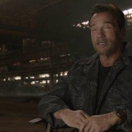 Arnold Schwarzenegger - Trench - über die Besetzung - OV-Interview Poster