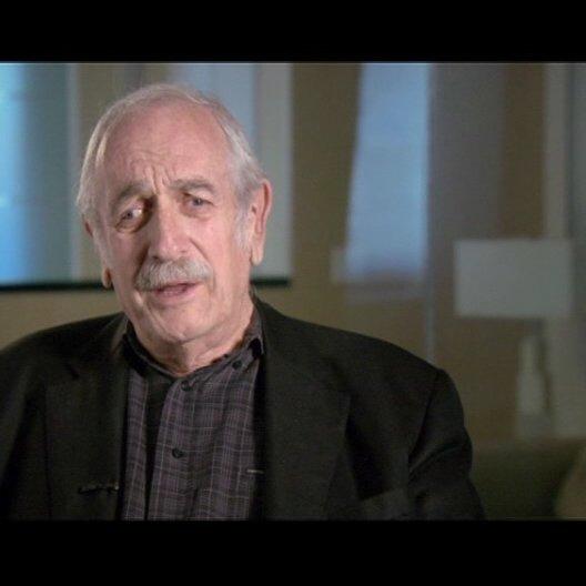 Tom Pollok - Produzent / über George Clooney als Ryan Bingham - OV-Interview Poster