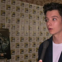 Asa Butterfield über seine Begeisterung für die Comic-Con - OV-Interview Poster