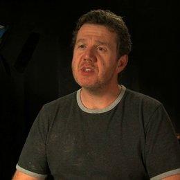 Paul Jones über den Look der Zombies - OV-Interview Poster