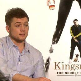 Taron Egerton über die Actionszenen im Film - OV-Interview Poster