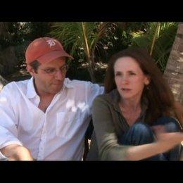 Interview mit den Regisseuren und Drehbuchautoren Mark Levin und Jennifer Flackett - OV-Interview Poster
