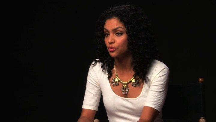 Bianca Santos über die Hauptgefahr im Film - OV-Interview Poster