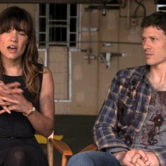 Zach Gilford - Shane - und Kiele Sanchez - Liz - über ihre Begeisterung für das Projekt - OV-Interview Poster
