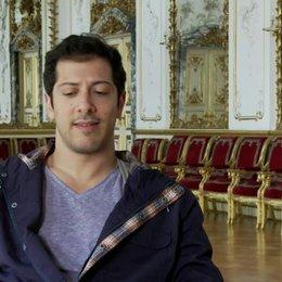 Fahri Yardim - Vincenzo Paolo über den Anlass der Reise - Interview Poster