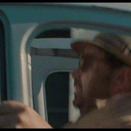 Kemp und Paul fahren im kaputten Auto - Szene Poster
