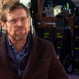 Willem Dafoe - Van Houten - darüber, warum Josh Boone gut zum Film passt - OV-Interview Poster
