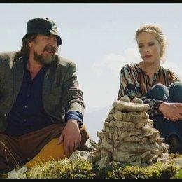 Ottilie und Wilhelm gemeinsam auf dem Berg - Szene Poster