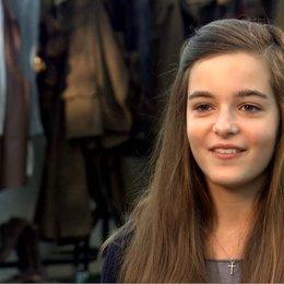Celine Buckens (Emilie) über Ihre Rolle Emilie - OV-Interview Poster
