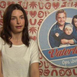 Sarah Horvath -Dina- über ihre Rolle als Dina - Interview Poster
