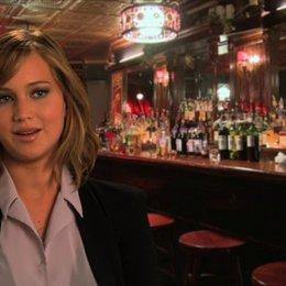 Jennifer Lawrence - Rosalyn Rosenfeld -  über den Regiestil von David O Russell - OV-Interview Poster