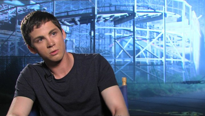 Logan Lerman - Percy Jackson  über den Film - OV-Interview Poster