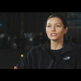 """Jessica Biel - """"Capt. Charisa Sosa"""" über die TV-Serie - OV-Interview Poster"""