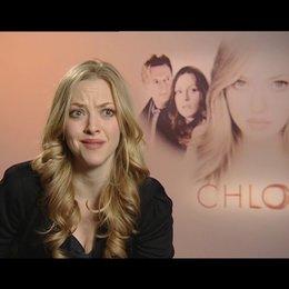 Amanda Seyfried - Chloe / über die Arbeit mit Atom Egoyan - OV-Interview Poster