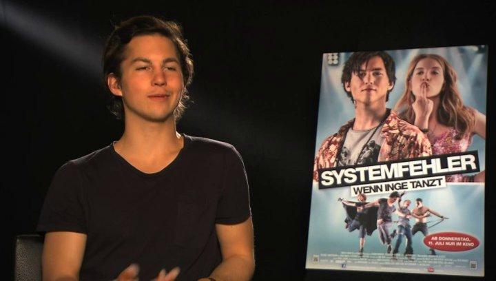 Tim Oliver Schultz über die Musik im Film - Interview Poster