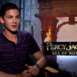 Logan Lerman - Percy Jackson - darüber wie es ist, noch einmal Percy Jackson zu spielen - OV-Interview Poster