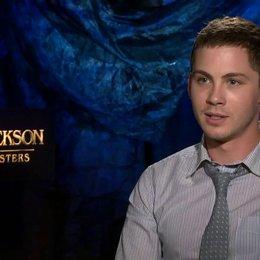 Logan Lerman - Percy Jackson - darüber, wie man sich mit Percy Jackson identifizieren kann - OV-Interview Poster