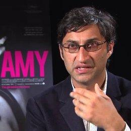 Asif Kapadia über den Stil der Dokumentation - OV-Interview Poster